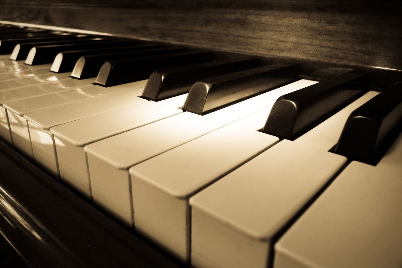Different Types of Piano Tuning Tools